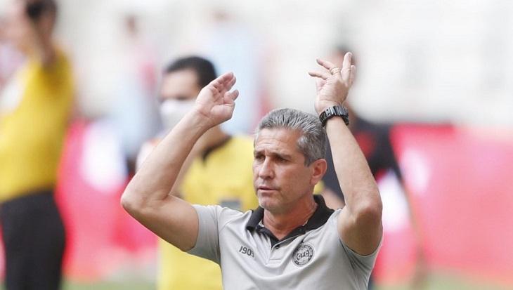 """Jorginho explica preparo para Libertadores e confessa """"troca de figurinhas"""" com os colegas"""