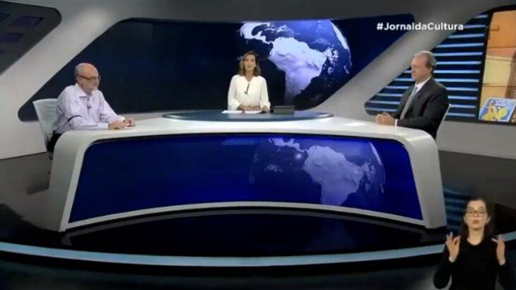 Imagem mostra bancada do Jornal da Cultura