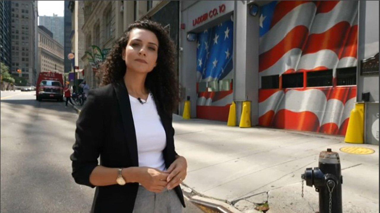 Evelyn Bastos em uma rua dos Estados Unidos