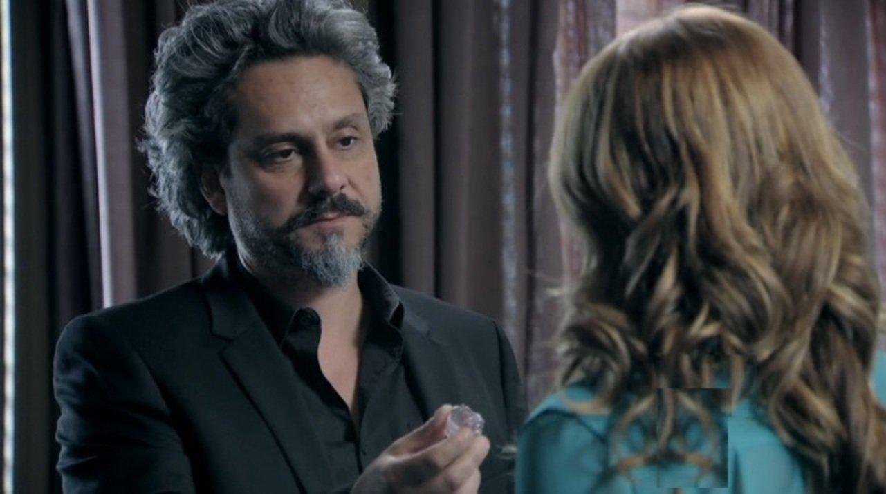 Império: José Alfredo dá um destino ao diamante cor-de-rosa; saiba qual