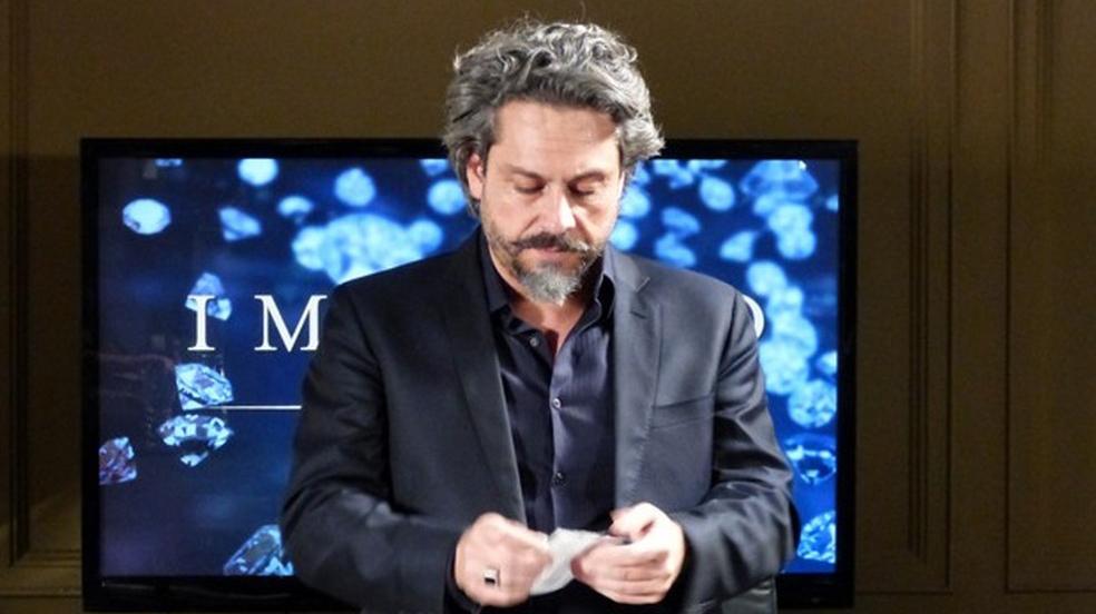 José Alfredo rasgando DNA