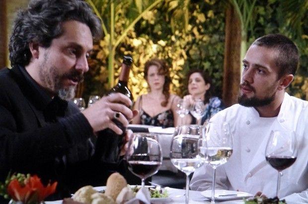 Império: Cristina flagra Vicente em situação suspeita e o acusa de conspiração