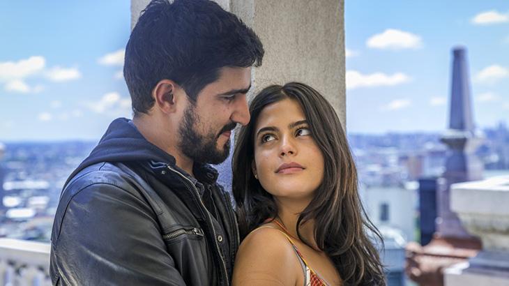Julia Dalavia e Renato Góes