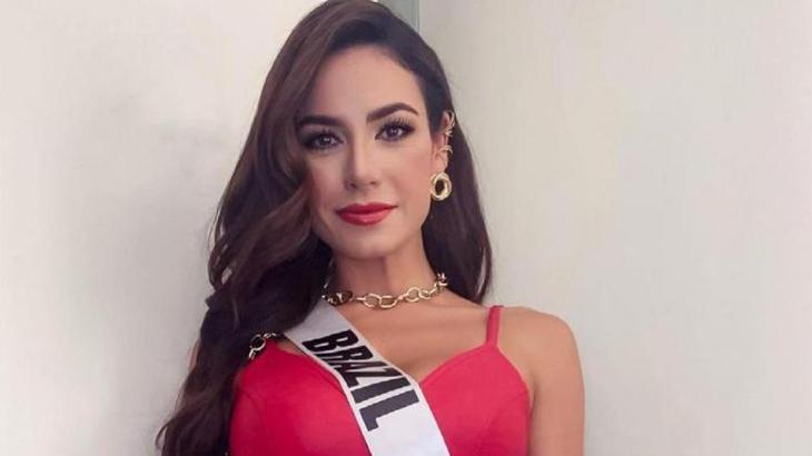 Julia Gama com a faixa do Miss Brasil