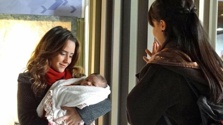 Fernanda Vasconcellos e Marjorie Estiano em cena da novela A Vida da Gente, em reprise na Globo