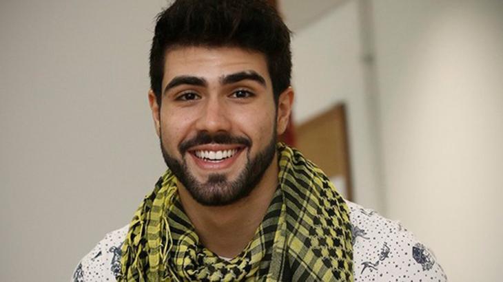Juliano Laham sorridente, posado para foto