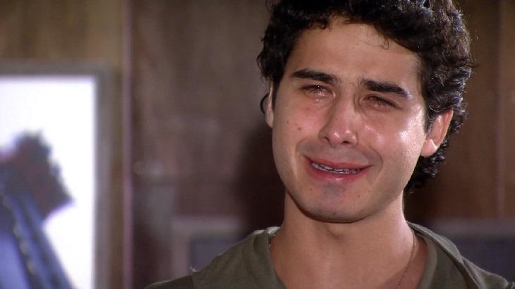 Ti Ti Ti: Bruna descobre romance de Julinho com Osmar e tem reação assustadora