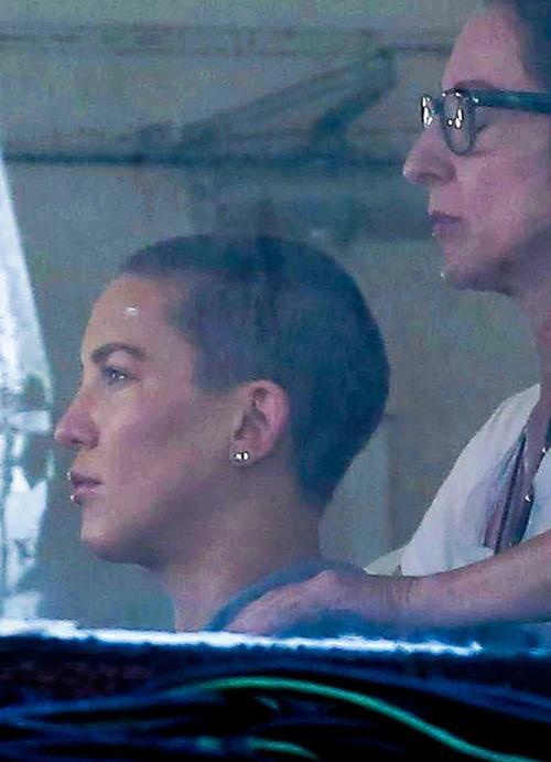 Kate Hudson surge com cabelos raspados em seu mais recente trabalho