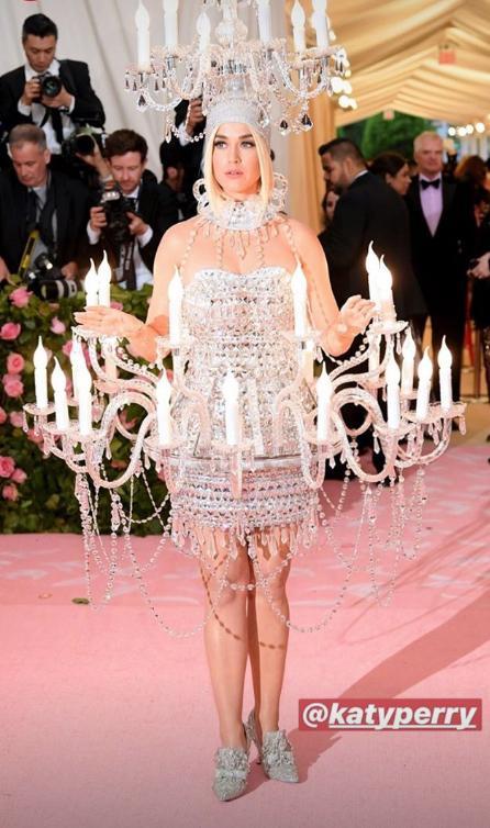Met Gala reúne estrelas que chamam atenção com seus looks extravagantes; confira