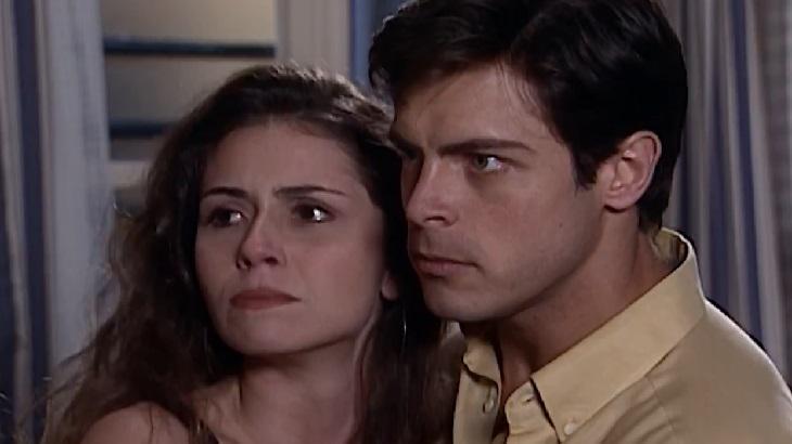 Giovanna Antonelli e Luigi Baricelli em cena da novela Laços de Família, em reprise na Globo