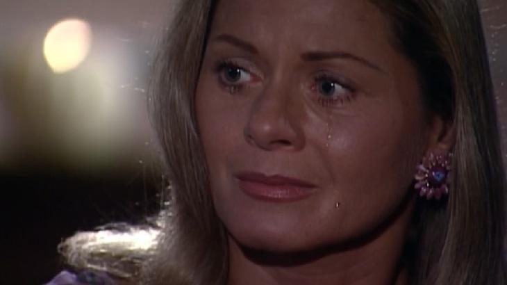 Laços de Família: Miguel pede Helena em casamento e leva susto com resposta