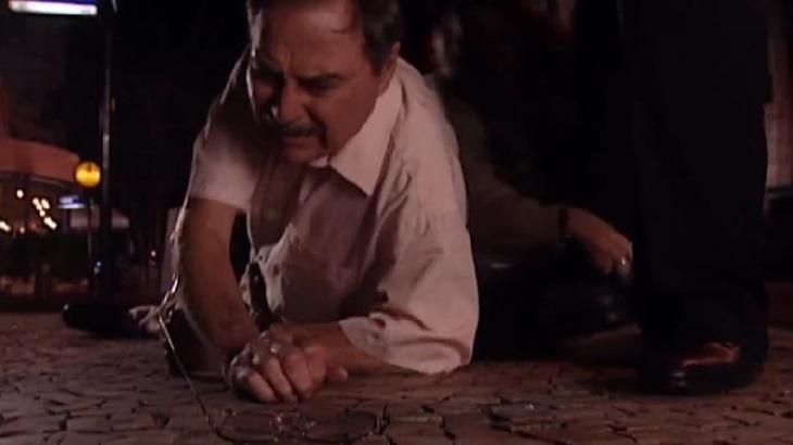 Leonardo Villar como Paschoal em cena de Laços de Família, em reprise na Globo