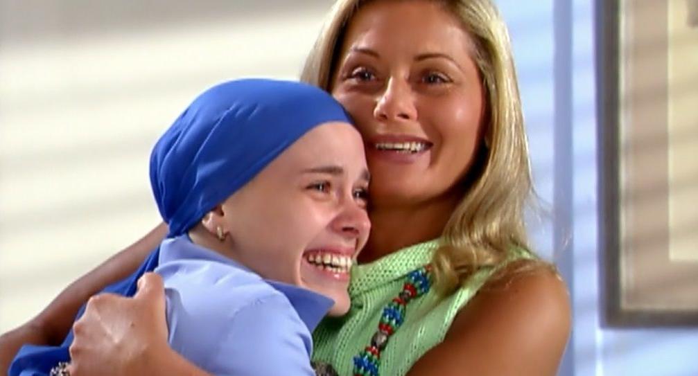 Carolina Dieckmann e Vera Fischer interpretaram Camila e Helena em Laços de Família