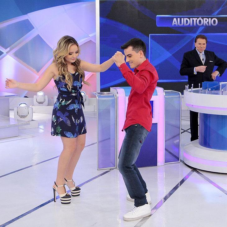 Larissa Manoela aceita dançar com Dudu Camargo e sobra para Maísa Silva