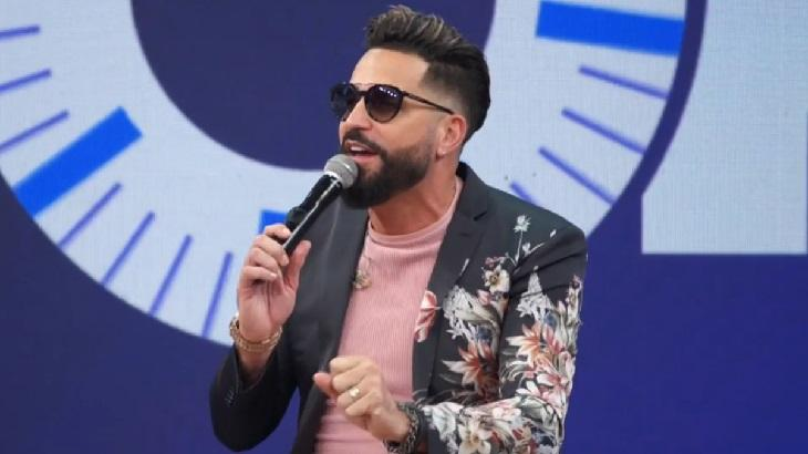 Latino participa do Altas Horas, na Globo