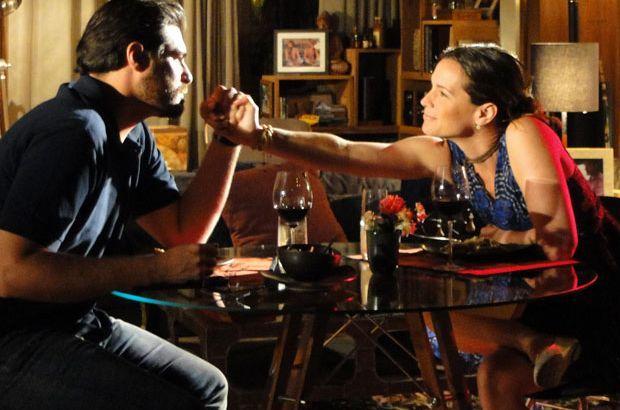 A Vida da Gente: Lúcio pede Laura em casamento e leva toco