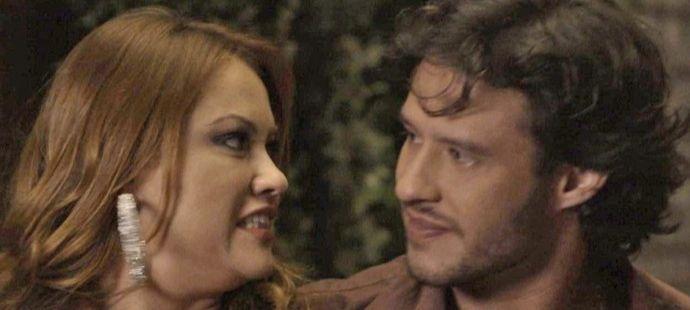 Haja Coração: Penélope desconfia que Henrique é gay e dá flagrante