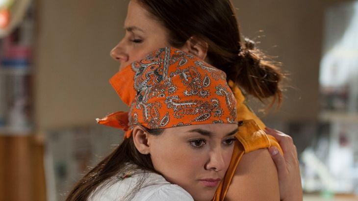 Amores Verdadeiros: Na briga entre Cristina e Vitória, Lili toma partido