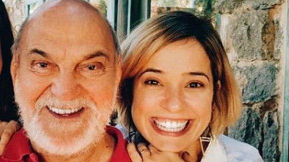 Lima Duarte e Paloma Duarte juntos sorrindo