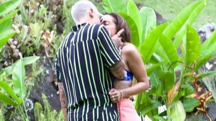 Anitta e Lipe Ribeiro aos beijos