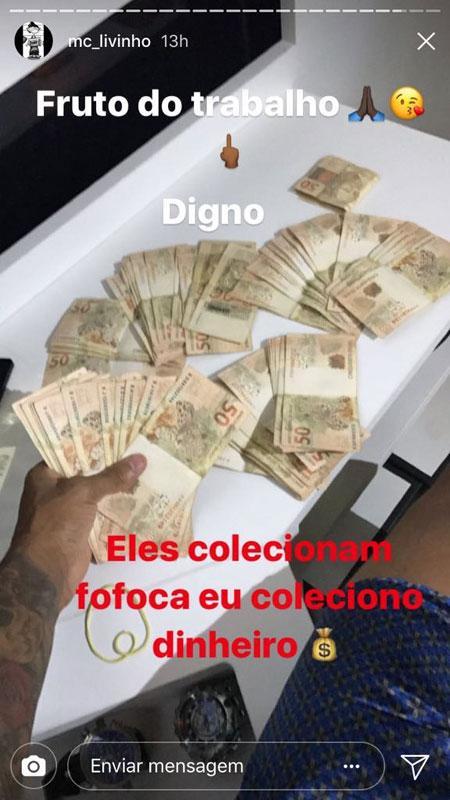 Após agressão, MC Livinho volta a ostentar notas de R$ 50 e manda indireta