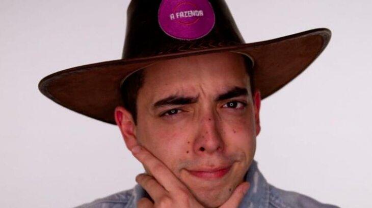 Lucas Maciel com chapéu de fazendeiro