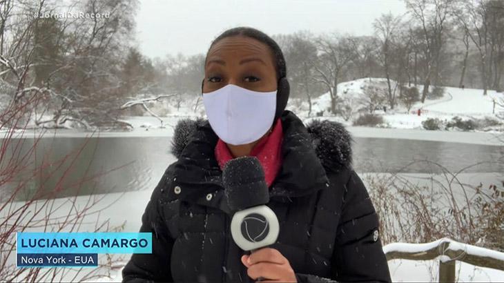 A repórter Luciana Camargo no Jornal da Record