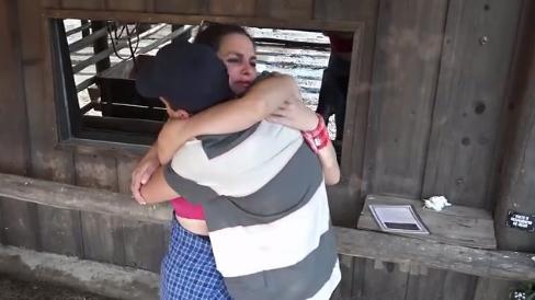 Luiza Ambiel chorando