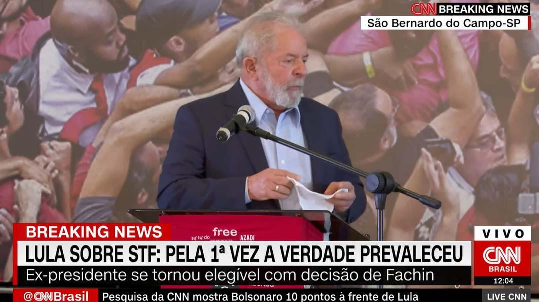 Lula discursando sobre absolvição
