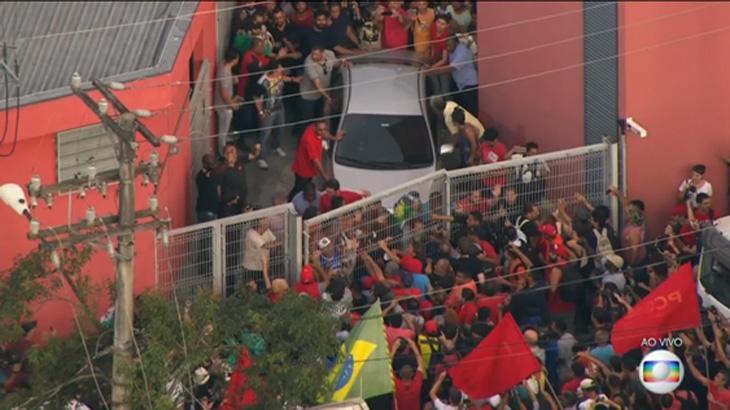 Na prisão de Lula, Globo usa temida vinheta de Plantão em quantidade histórica