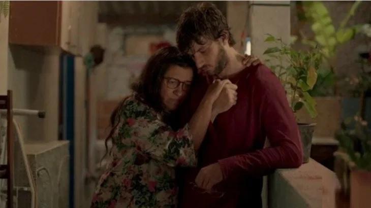 Regina Casé e Chay Suede em cena da novela Amor de Mãe, na Globo