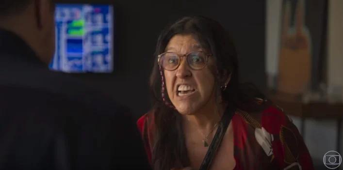 Cena de Amor de Mãe com Lurdes falando brava