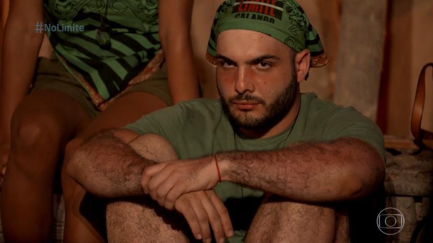 Mahmoud cabisbaixo em No Limite