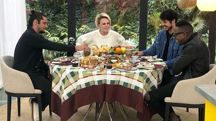 """No \""""Mais Você\"""", Louro José comete gafe e dá dica para o \""""Superpop\"""", de Luciana Gimenez"""