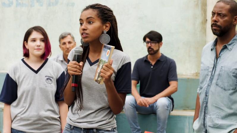 Jaqueline, vivida por Gabz, luta contra censura no colégio em Malhação