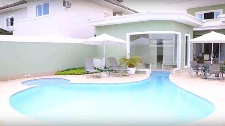 Conheça a mansão de Bruna Marquezine que vale R$ 15 milhões