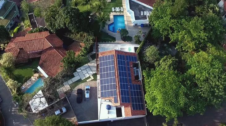 Conheça a mansão com energia solar onde Márcio Garcia passa a quarentena