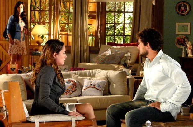 A Vida da Gente: Manu quase flagra beijo de Ana e Rodrigo