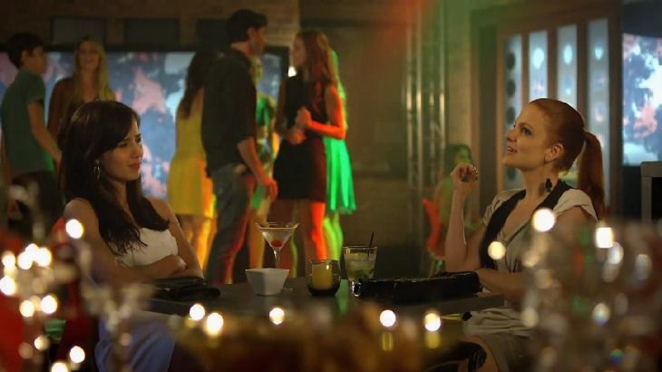 A Vida da Gente: Nanda fala demais, comete gafe e leva invertida de Manuela