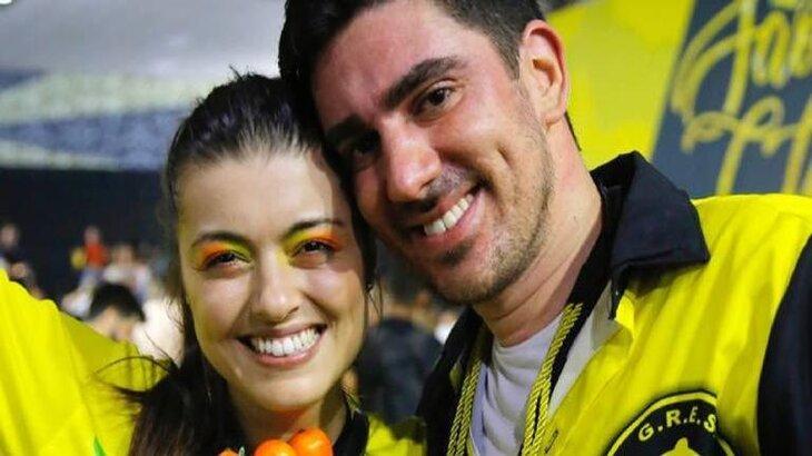 Patricia Cardoso e Marcelo Adnet aparecem felizes durante ensaio de escola de samba