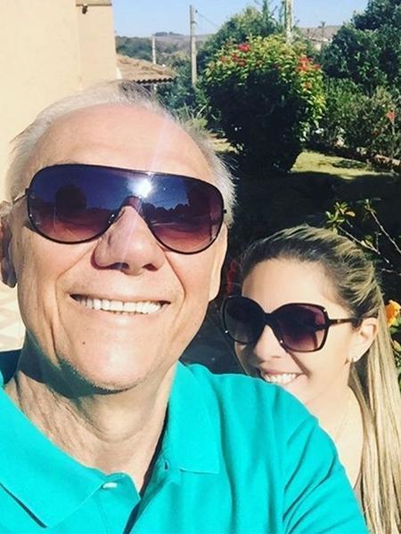 Em tratamento contra o câncer, Marcelo Rezende aparece sorrindo em foto