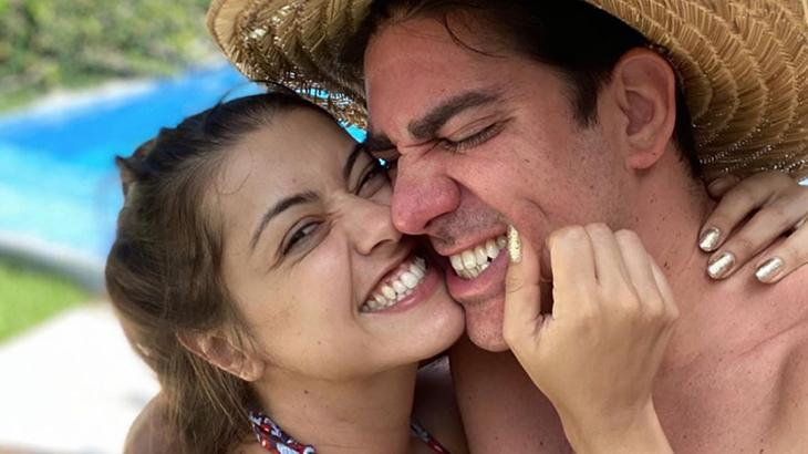 Marcelo Adnet ao lado da mulher, Patricia Cardoso