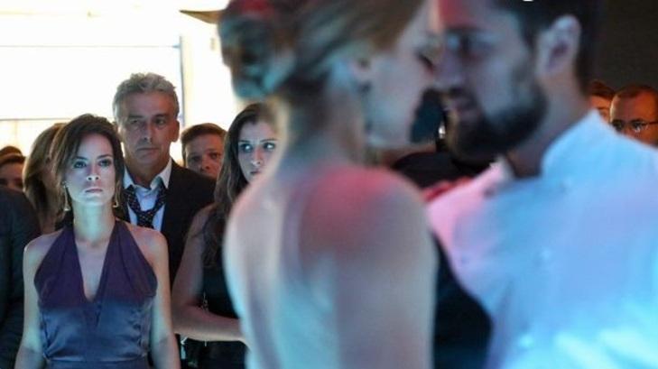 Andreia Horta, Leandra Leal e Rafael Cardoso em cena da novela Império, em reprise na Globo