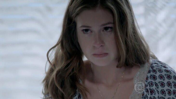 Maria Ísis chorando