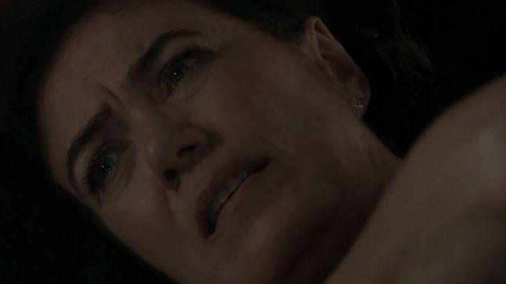 Império: Maria Marta leva comendador bêbado pra cama e é confundida com a outra