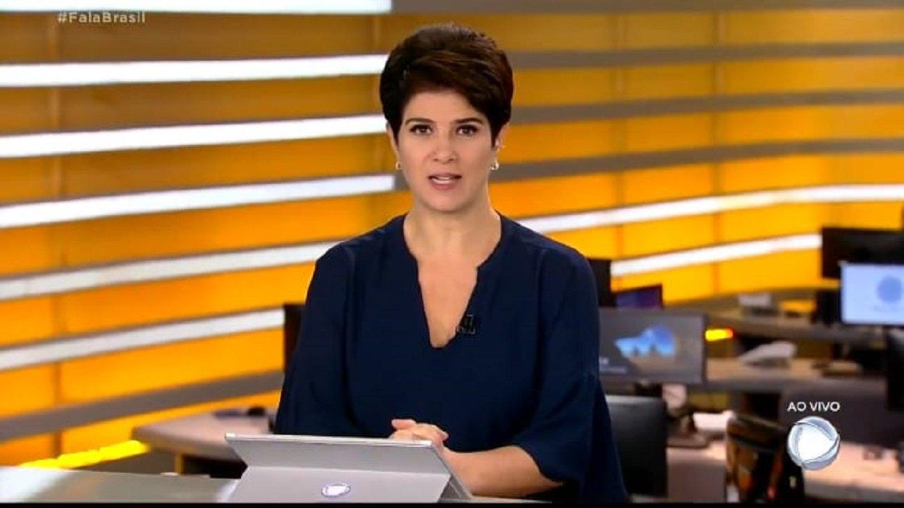 A jornalista Mariana Godoy no bancada do telejornal Fala Brasil