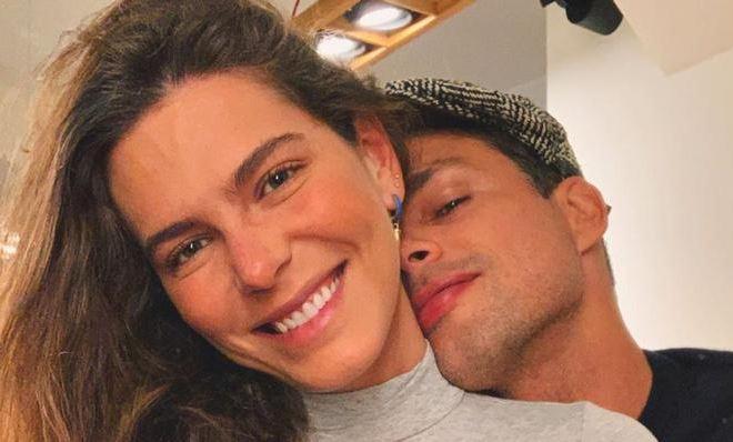 Mariana Goldfarb e Cauã Reymond posam juntos