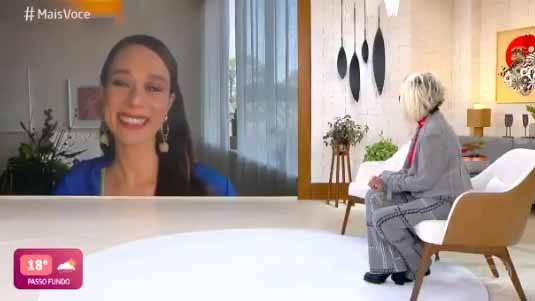 Mariana Ximenes emocionada no Mais Você
