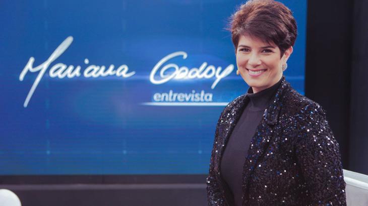 Mariana Godoy posa para foto nos estúdios do Mariana Godoy Entrevista, da RedeTV!