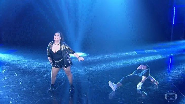 """Carolina Kasting se revolta após virar piada na \""""Dança dos Famosos\"""": \""""Medíocres\"""""""
